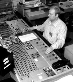 Звуковой инженер за пультом